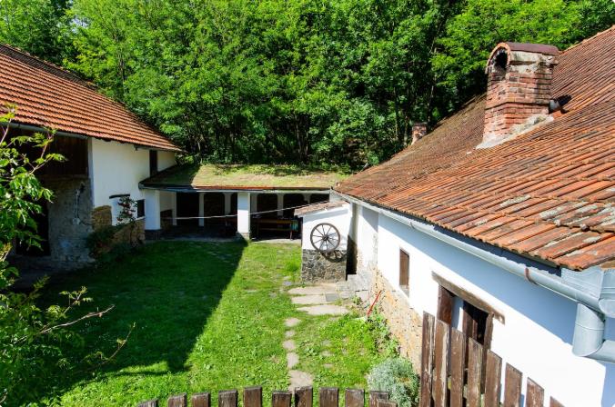 casa traditionala sub magrin